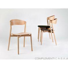 TUBE CHAIR sedia impilabile, struttura in legno massello, seduta in legno o imbottita e rivestita in ecopelle o tessuto di cotone o lino, di Miniforms