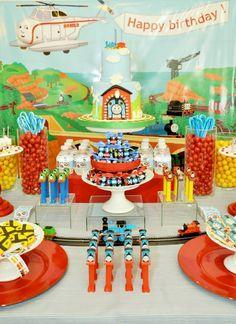 Atendendo a pedidos, hoje tem Festa Thomas e seus Amigos.Uma decoração encantadora e com uma paleta de cores incríveis.Imagens do facebook Mariana Zago.Lindas ideias e muita inspiração.Ótima ...