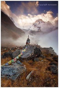 nepal sunset camp cloud mist mountain landscape photography stupa buddhist flag south prayer himalaya dee range base annapurna cairn everlook