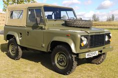 // Land Rover Defender 90 2.5D Army Soft Top
