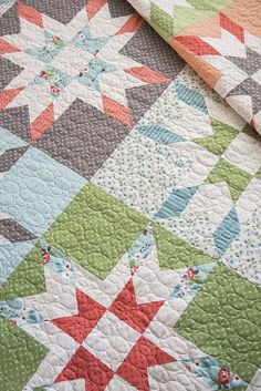 Mabel quilt, a fat quarter pattern by Vanessa Goertzen of Lella Boutique. Fabric is Nest by Lella Boutique for Moda Fabrics, shipping March 2018.