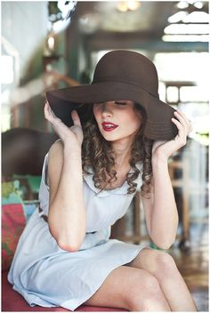 I love the floppy hats. I'm going to round up a model who rocks one just because I love them so much right now. Free session, any of you aspiring models?