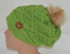 плетена шапка в зелен цвят