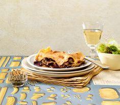 Der leicht bittere Radicchio ist eine wunderbare Einlage für diese vegetarische Lasagne - besonders in Kombination mit der leicht tomatigen Bechamelsauce.