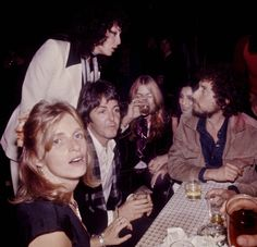 Julian Wasser - Linda and Paul McCartney, Sara and Bob Dylan, Cher and Gregg Allman, 1976 Mary Mccartney, Paul And Linda Mccartney, Real Ghost Photos, Les Beatles, Music Pics, Music Music, Music Bands, Allman Brothers, Roy Orbison