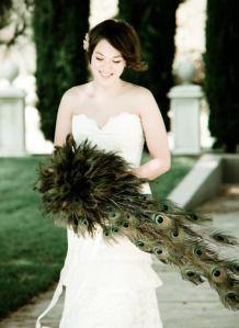 Glamorous Peacock Wedding Details - I would consider this amazing bouquet! Wedding 2015, Dream Wedding, Farm Wedding, Wedding Things, Wedding Stuff, Feather Bouquet, The Bride, Peacock Wedding, Peacock Theme