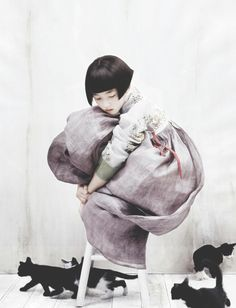 Kim Kyung Soo for Vogue Korea. One of my alltime fave child and cats photo!Kim Kyung Soo for Vogue Korea. One of my alltime fave child and cats photo! Vogue Korea, Vogue Japan, Korean Hanbok, Korean Dress, Korean Traditional Dress, Traditional Dresses, Traditional Japanese, Illustration, Belle Photo