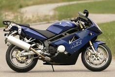ST steht für Super Traveller und bezeichnet eine stärker auf Tourentauglichkeit getrimmte MZ 1000 S.