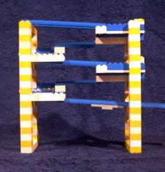 Een lego knikkerbaan bouwen.