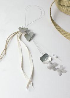 Μπομπονιέρα βάπτισης κρεμαστές καρδούλες.. Event Planning, Pearl Necklace, Joy, Pearls, Jewelry, String Of Pearls, Jewlery, Beaded Necklace, Bijoux
