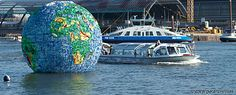 Peter Smith, aka Klean created this globe out of plastic water bottle #litter he collected in his native Amsterdam. http://www.kleanworldwide.nl/the-world-of-litter/ PS__MG_1736_PS_dWvZ