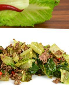 GESCHMORTER SALARICO - Zutaten für 2 Personen: 1 SalaRico, 260g Rinderhackfleisch, 1/2 Zwiebel, 1 Knoblauchzehe, 1 rote Peperoni, 1 EL Rapskernöl, 4 EL Sojasoße dunkel, 150ml Fleischbrühe, Mondamin nach Geschmack, Pfeffer aus der Mühle. Hier geht's zur Zubereitung: http://behr-ag.com/de/unsere-rezepte/rezeptdetail/recipe/geschmorter-salarico.html