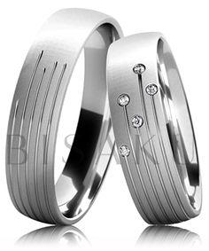 B27 Snubní prsteny z bílého zlata v saténově matném provedení s pěti lesklými drážkami. Dámský prsten zdobený kameny. #bisaku #wedding #rings #engagement #svatba #snubni #prsteny