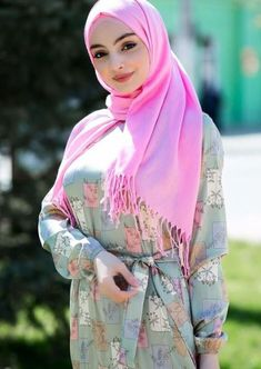 A Beautiful face covers with cute hijab Hijab Niqab, Muslim Hijab, Hijab Chic, Hijab Outfit, Islam Muslim, Islamic Fashion, Muslim Fashion, Hijab Fashion, Fashion Muslimah