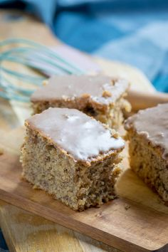 Most succulent nut cake with cinnamon icing ever- Saftigster Nusskuchen mit Zimtguss aller Zeiten and set aside. Flour and baking powder and cinnamon … - Pecan Recipes, Easy Cake Recipes, Cookie Recipes, Snack Recipes, Snacks, Dessert Recipes, Cinnamon Cake, Walnut Cake, Fall Desserts