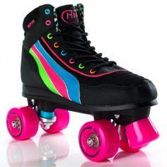 Ejercicio y diversión en patines de cuatro ruedas en paralelo.