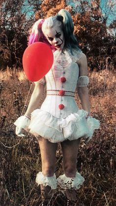 Harley Quinn as Pennywise Harley Quinn Disfraz, Joker Und Harley Quinn, Harley Quinn Drawing, Harley Quinn Cosplay, Halloween Karneval, Halloween Kostüm, Halloween Cosplay, Halloween Costumes, It Costume