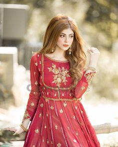 Asian Wedding Dress Pakistani, Beautiful Pakistani Dresses, Pakistani Fashion Party Wear, Pakistani Dress Design, Lovely Dresses, Stylish Dresses For Girls, Casual Party Dresses, Wedding Dresses For Girls, Fancy Dress Design