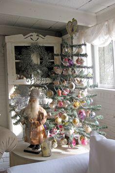 Cute tabletop Christmas tree & ornaments. #christmas #ornaments #tree #vintage #retro #decor