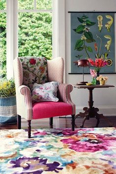 This is home decor and interior trends forecast for 2019 for the best colors, furniture design, wall decoration and flooring most popular styles this year! Colourful Living Room, Rugs In Living Room, Floral Area Rugs, Floral Fabric, Floral Prints, Style At Home, Traditional Decor, Eclectic Decor, Home Decor Trends