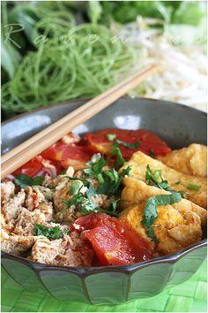 Bun Rieu Cua / Vietnamese Crab Noodle Soup Recipe (Ravenous Couple)