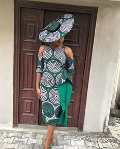 ankara mode Have a ceremony to attend and want to look your best? These beautiful ankara styles for wedding will help you decide what to sew. Ankara Dress Styles, Trendy Ankara Styles, Ankara Gowns, African Print Dresses, Blouse Styles, Modern African Dresses, Ankara Blouse, African Fashion Ankara, Latest African Fashion Dresses