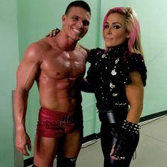 WWE supersterren dating 2012 daterend 13 jaar ouder