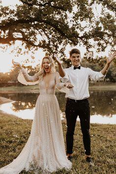 Modern and romantic wedding inspiration on the minimal ranch Willowby Lunella Boho Wedding Dress, Wedding Attire, Wedding Gowns, Wedding Ceremony, Top Wedding Dress Designers, Romantic Wedding Inspiration, Photo Couple, Dream Wedding, Forest Wedding