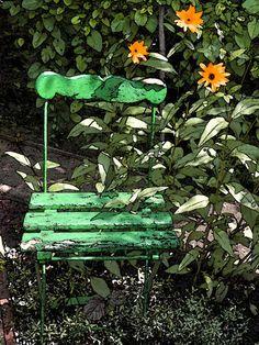 'Der grüne Stuhl im Grünen' von Dirk h. Wendt bei artflakes.com als Poster oder Kunstdruck $18.03