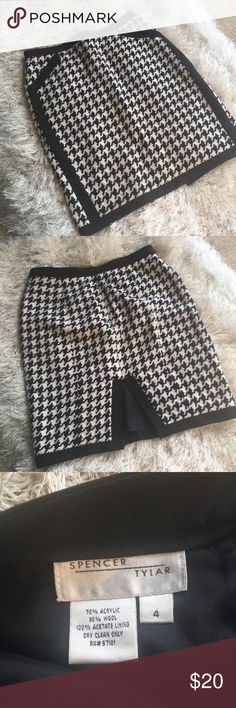 Spencer Tylar Skirt Houndstooth. Knee-length. Great condition. Skirts Pencil