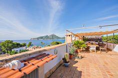 Schönes Penthouse mit Blick auf das Meer. Das Penthouse verfügt über zwei Schlafzimmer, ein Badezimmer, Wohn- Essbereich und eine Küche, einen Balkon und eine Dachterrasse.  Kaufpreis: 382.000 Euros