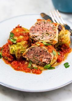 Going keto isn't impossible when you cook these easy keto dinner ideas. From keto burgers to keto chili, here are the best keto meals to cook tonight. Diet Dinner Recipes, Keto Dinner, Diet Recipes, Healthy Recipes, Ketogenic Recipes, Healthy Food, Eating Healthy, Bread Recipes, Healthy Living