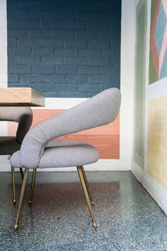 Le terrazzo, son style graphique et ses jolies couleurs - Frenchy Fancy Beverly Hills, Avalon Hotel, Terrazo, Love Chair, Terrazzo Flooring, Take A Seat, Mid Century House, Apartment Interior, Fancy