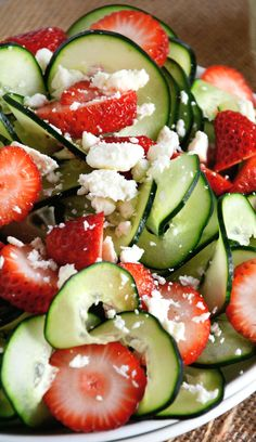 Cucumber Strawberry Poppyseed Salad Recipe ~ A refreshing and crisp salad with spiralized cucumbers, juicy strawberries and feta salad all topped with a fruity poppyseed dressing! Maybe add coriander and switch feta for something else? Healthy Snacks, Healthy Eating, Healthy Recipes, Skinny Recipes, Delicious Recipes, Strawberry Poppyseed Salad, Strawberry Salads, Strawberry Spinach, Strawberry Recipes