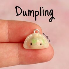 Here's a tiny dumpling charm😍 So if you noticed on my backup account ( there was a bug my clay when I opened up my brand new Fimo! Fimo Kawaii, Polymer Clay Kawaii, Kawaii Crafts, Polymer Clay Charms, Polymer Clay Projects, Diy Clay, Polymer Clay Art, Clay Crafts, Polymer Clay Figures