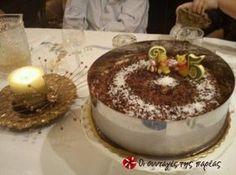 Μια πεντανόστιμη τούρτα με βάση το αγαπημένο όλων μπράουνι, από τον θεό της ζαχαροπλαστικής Παρλιάρο! Greek Recipes, Tiramisu, Pudding, Cupcakes, Sugar, Bread, Cookies, Baking, Ethnic Recipes