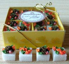 Zucker Würfelzucker mit Igel und Blättern Herbst
