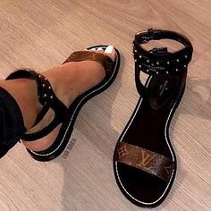 Louis Vuitton Women Leather Sandals Flat Shoes from Best Gifts. Saved to Things I want as gifts. Cute Sandals, Cute Shoes, Women's Shoes, Me Too Shoes, Shoe Boots, Flat Shoes, Shoes Ads, Jeans Shoes, Beautiful Sandals