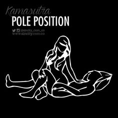 Estimulación dual para ella, él tendrá la mejor vista de su trasero mientras la penetra. Él se acuesta sobre la cama y dobla una de sus piernas, manteniendo la otra estirada. Ella debe rodear la pierna que él tiene doblada con sus muslos y sentarse sobre él dándole la espalda. Ella deberá tomar la rodilla de él y usarla para sostenerse mientras se mueve de arriba a abajo.