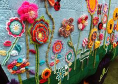 Yarn Corner is a Melbourne-based yarn bombing group. Their website tagline says… Cute Crochet, Crochet Yarn, Crochet Flowers, Guerilla Knitting, Yarn Bombing, Freeform Crochet, Street Art Graffiti, Yarn Crafts, Bunt