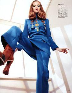 Vogue Japan - Working On Her Colors Lindsey Wixson Sharif Hamza (Photographer) Giovanna Battaglia (Fashion Editor/Stylist) Lisa Houghton (Makeup Artist) Trendy Fashion, Fashion Models, High Fashion, Fashion Outfits, Blue Fashion, Fashion Designers, Street Fashion, Women's Fashion, Édito Vogue