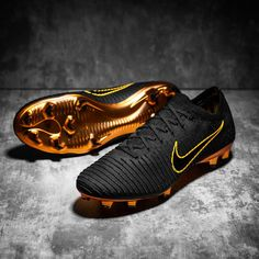 Nike Mercurial Flyknit Ultra Black/Gold -Limited Edition Vapor XI Superfly V Best Soccer Cleats, Nike Cleats, Nike Soccer, Play Soccer, Football Cleats, Soccer Stuff, Nike Football Boots, Nike Boots, Soccer Boots