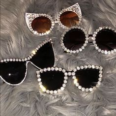 Shop Women's Black size OS Sunglasses at a discounted price at Poshmark. Description: Stylish sunglasses with rhinestone accent. Stylish Sunglasses, Round Sunglasses, Cute Jewelry, Beaded Jewelry, Look Retro, Cool Glasses, Fashion Eye Glasses, Minx Nails, Toe Nail Designs