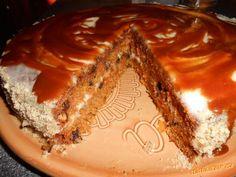Mrkvový dort s karamelem.