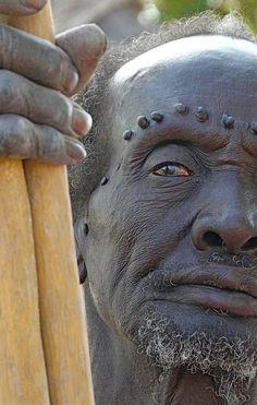 Shilluk man. Nuikango, Tonga, Upper Nile Province, Sudan ©Rita Willaert on Flirck.com