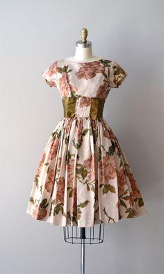 1950s dress / 50s dress / floral print / Pavlova dress. $245.00, via Etsy.     #1950s #vintagedress   DearGolden