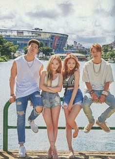 "peachsomin: """"KARD 🌙 Hola Hola scan - DO NOT repost or crop watermark "" """
