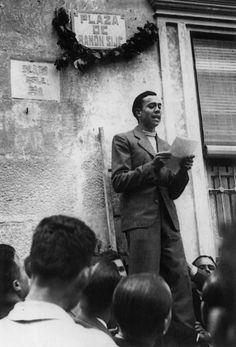 Spain - 1936-37. - GC - Republicano e el poeta Miguel Hernandez