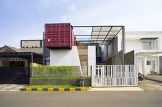 How to Stay Cool by Living in a Shipping Container