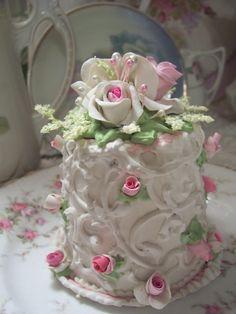 (rosalynn) SHABBY COTTAGE PINK ROSE DECORATED FAKE CAKE CHARMING!!